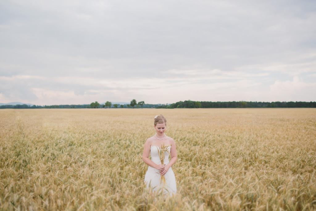 016-international-vienna-wedding-photography-in-wheat-fields