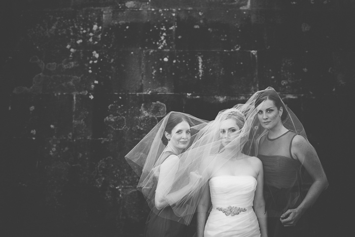 bridesmaids-under-the-veil-wedding-photography-ideas