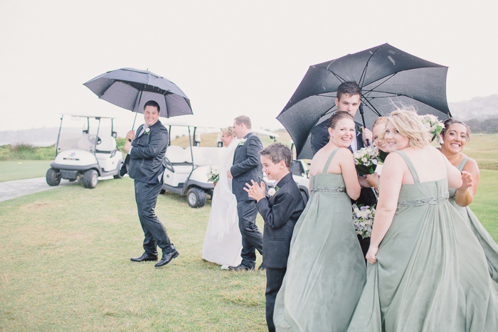 bridal-party-portraits-in-the-rain