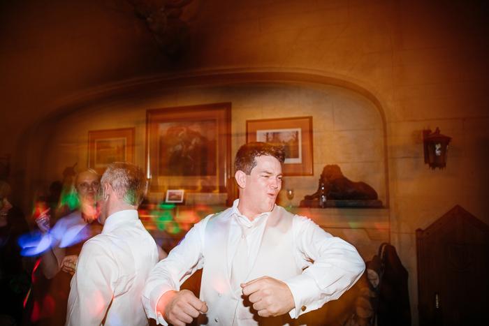 guests-drunk-dancing