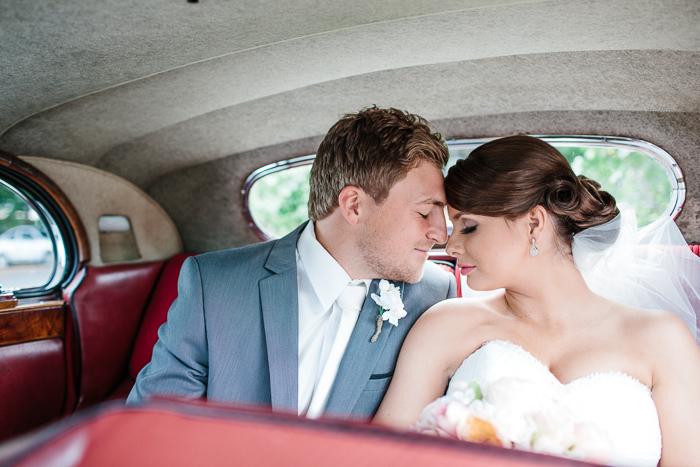 vintage-car-wedding