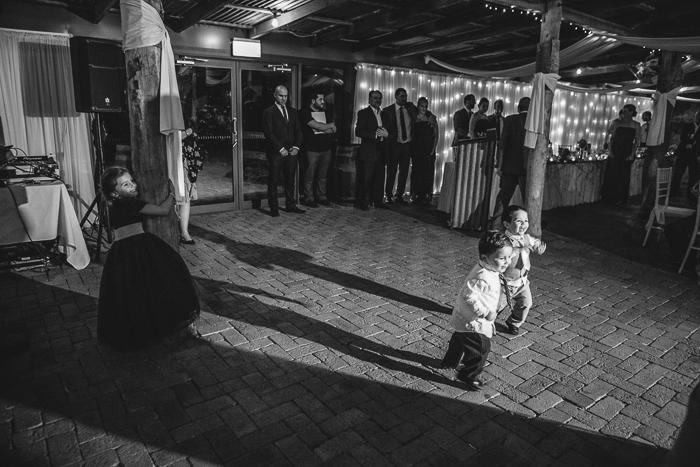rustic-farm-wedding-dance
