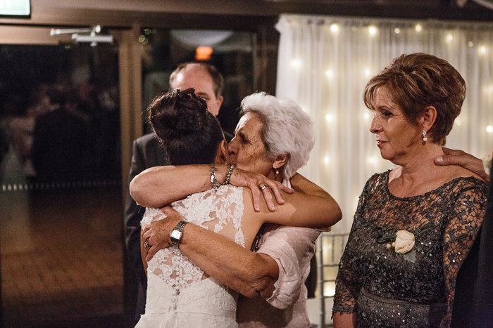 emotional-farewell-at-reception