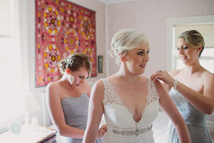 wedding-photos-of-bride-getting-ready