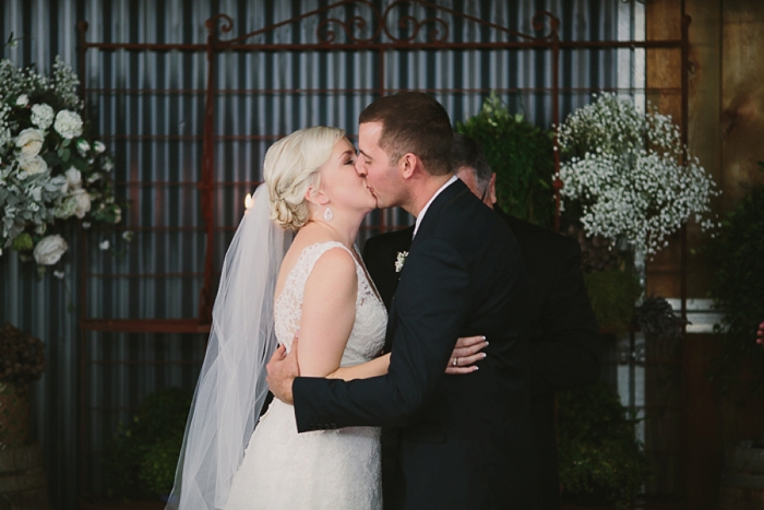 wedding-kiss-a-country-wedding-binda