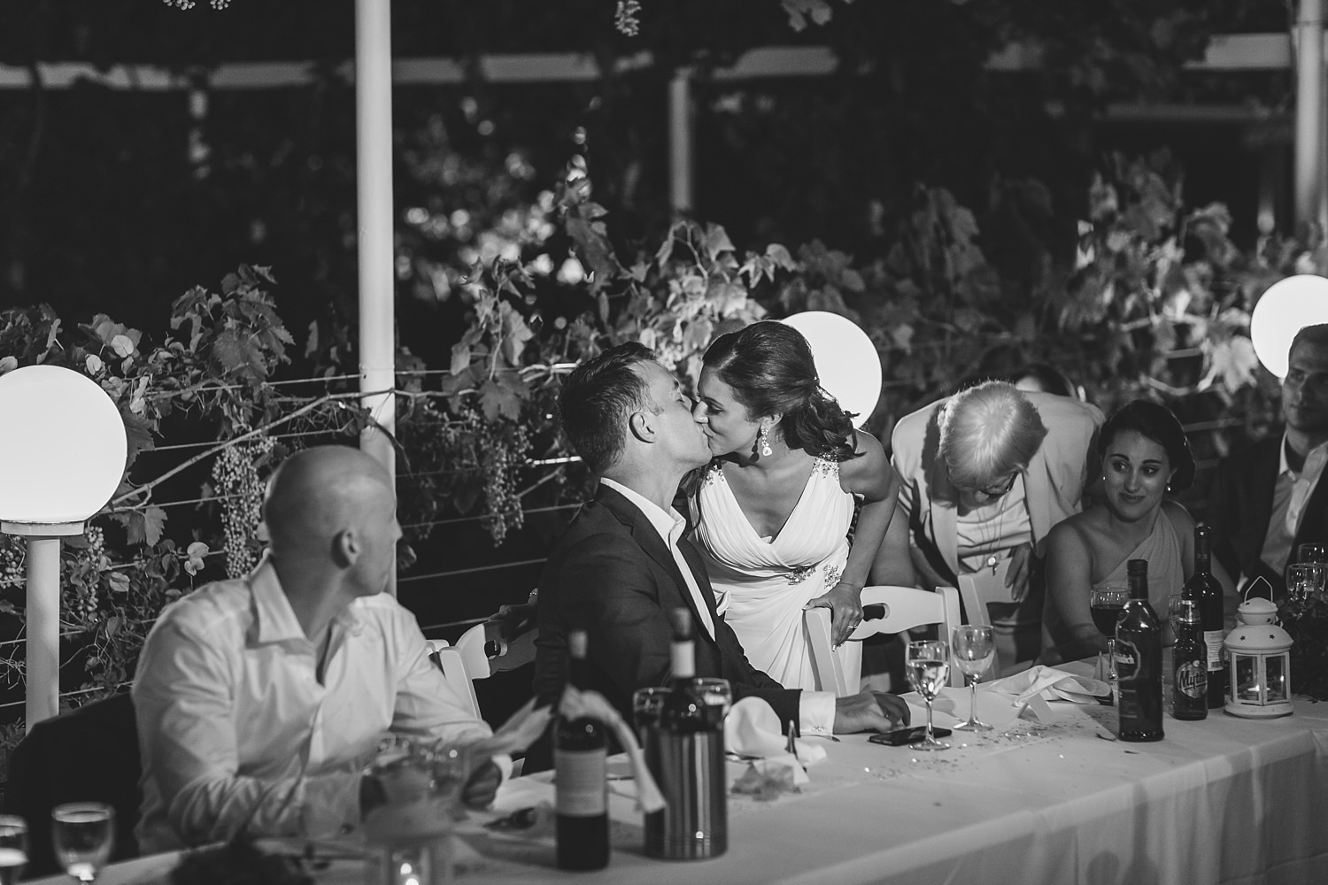 bride and groom kiss in skiathos