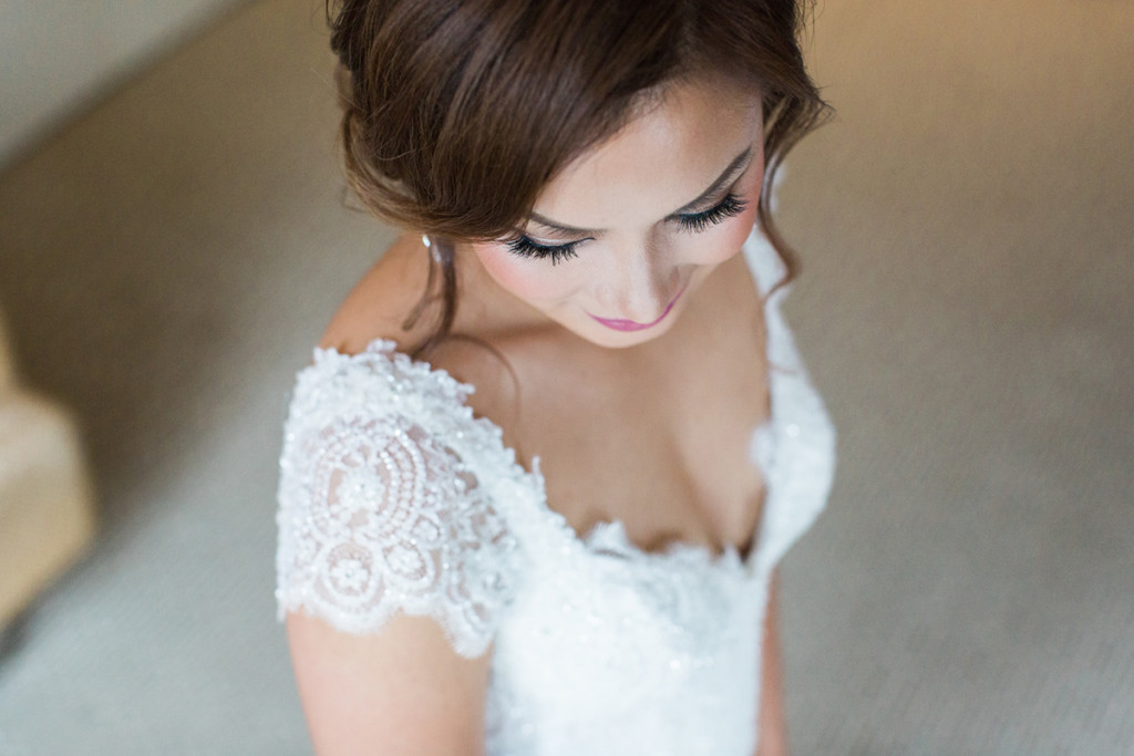 015-bride-portrait-during-wedding-preparations