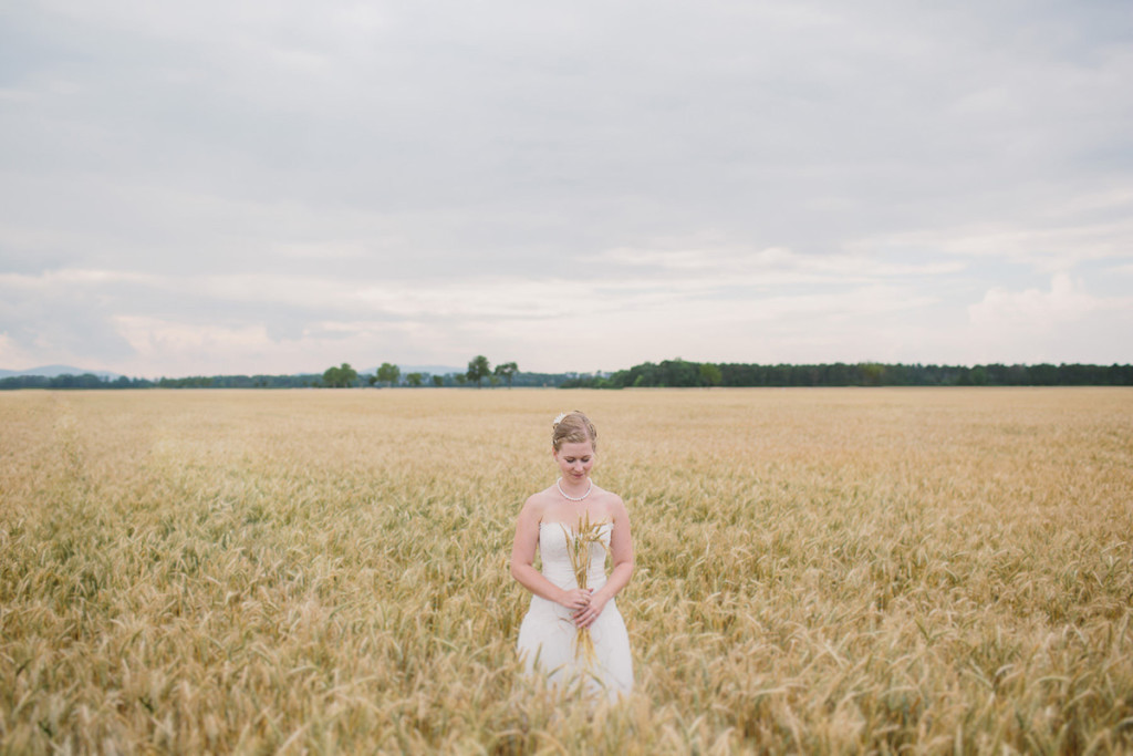 016-international-vienna-wedding-photography-in-wheat-fields
