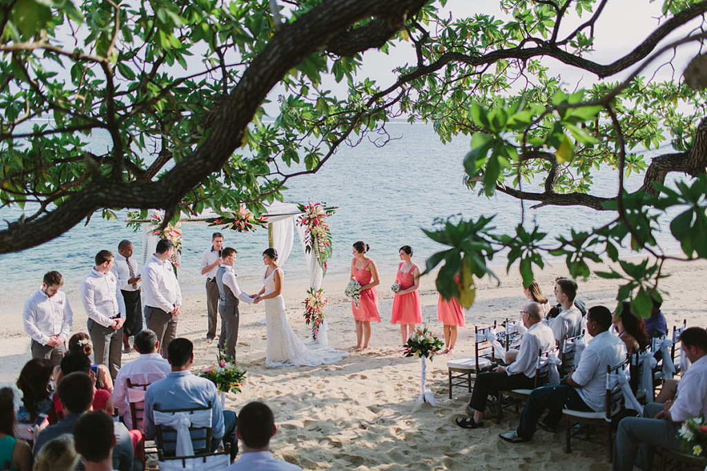 024-fiji-wedding-ceremony-on-the-beach