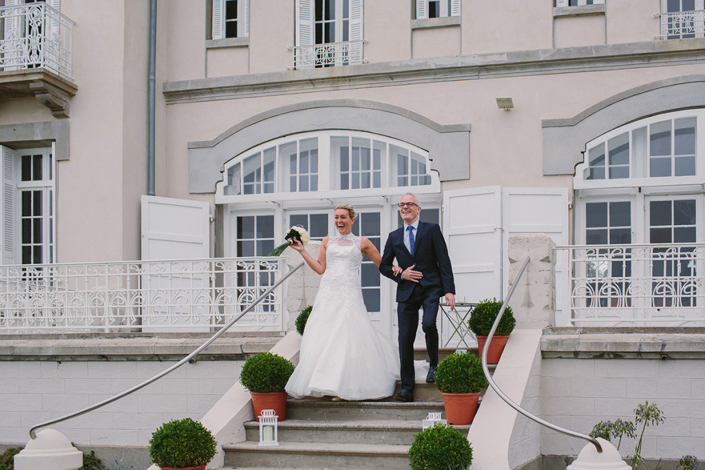 045-france-destination-wedding-bride-with-father-walking-down-the-aisle