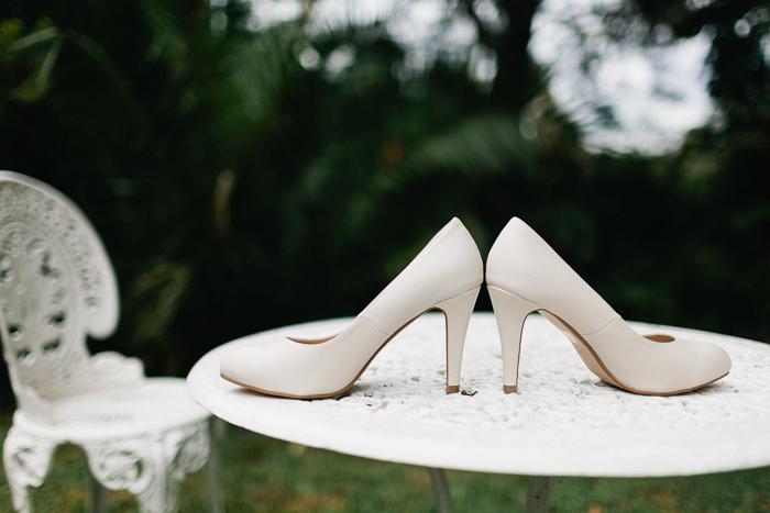 brides-shoes-photography-details