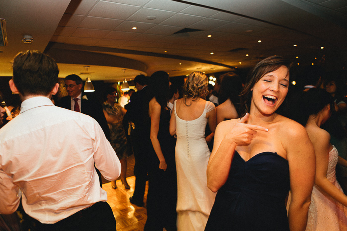 sydney-wedding-dancing-on-dancefloor