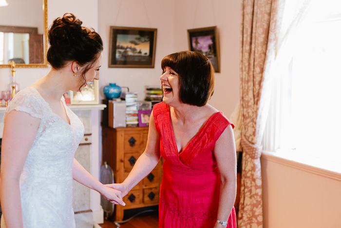 laughter-with-mum-before-getting-married