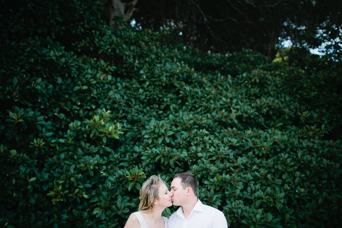 aaron-and-jess-kissing-in-front-of-a-tree