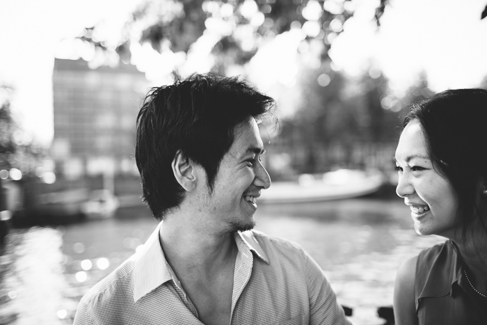 candid-engagement-photos-in-holland