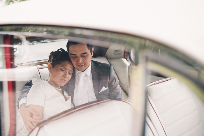 husband-and-wife-in-wedding-car-getaway
