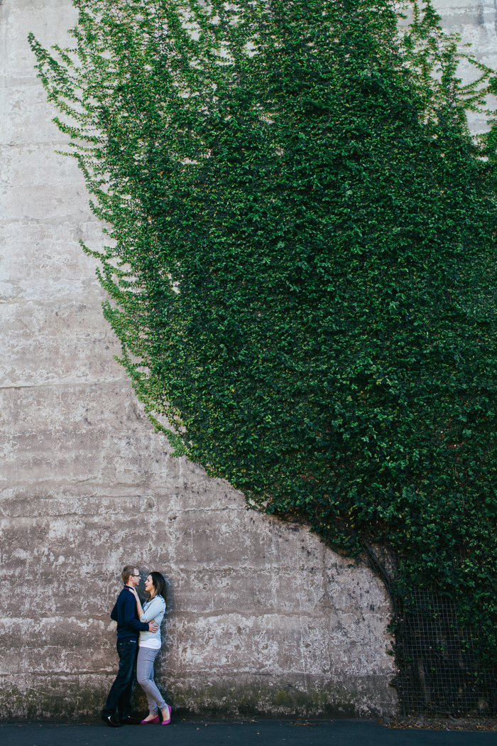 the-rocks-wall-of-ivy-engagement-photos