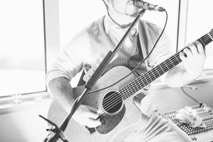 guitarist-at-sydney-wedding