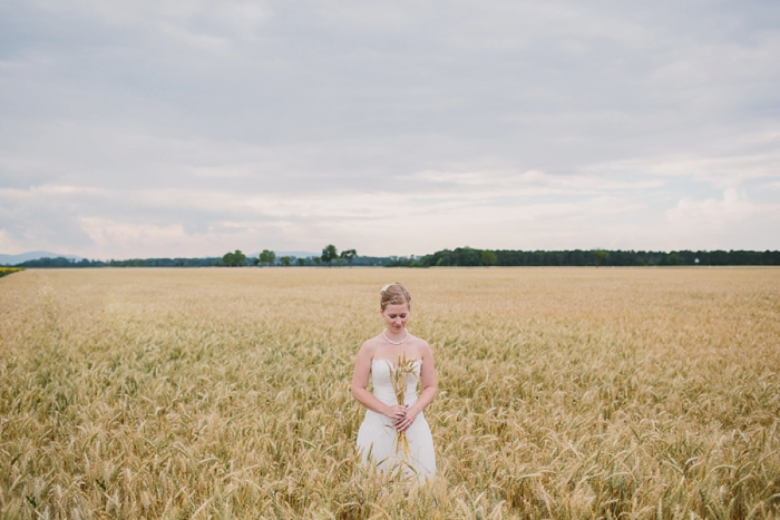 viennese-bride-in-field