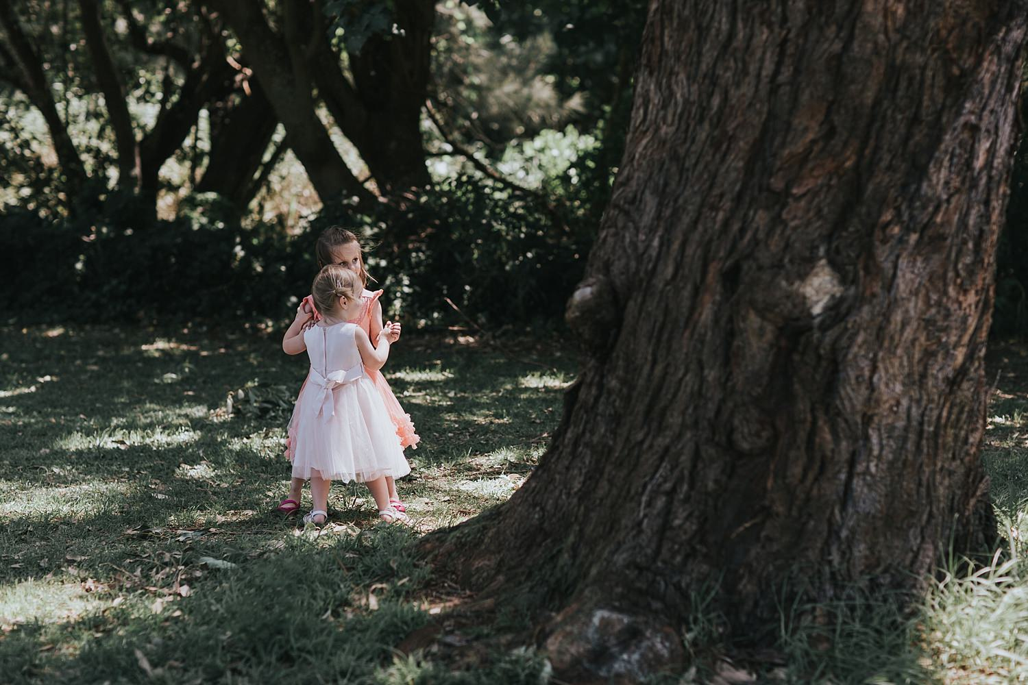 flowergirls playing under the tree