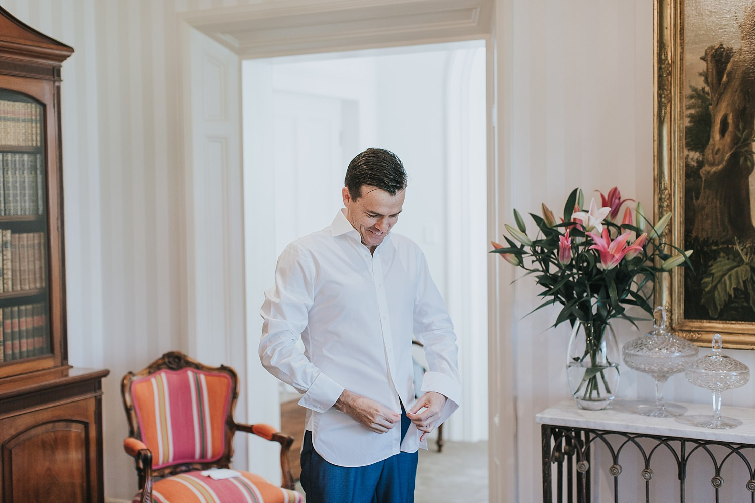 groom gets ready in the homestead at bendooley estate
