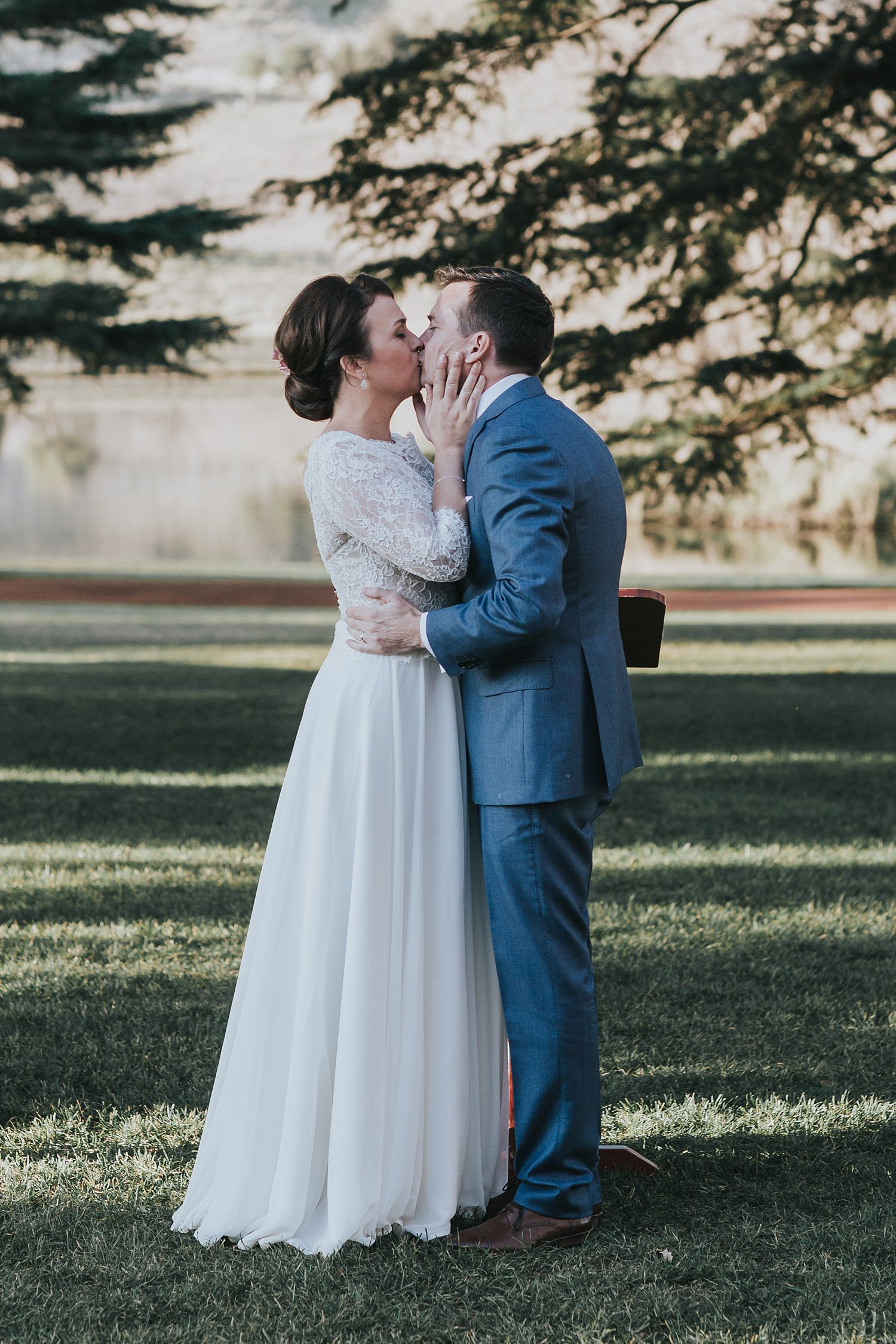 first kiss for the married couple at bendooley estate