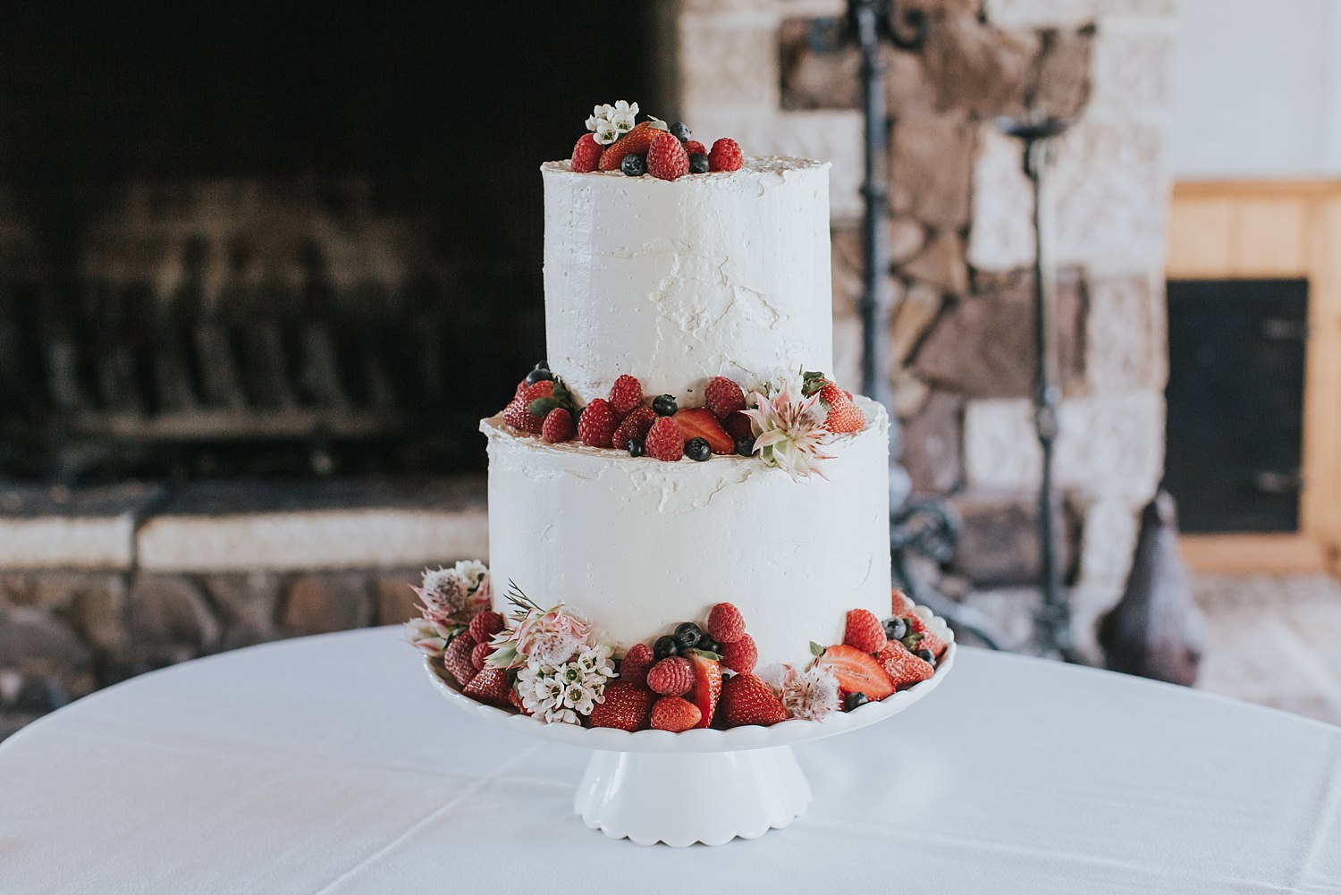 centennial vineyards wedding cake