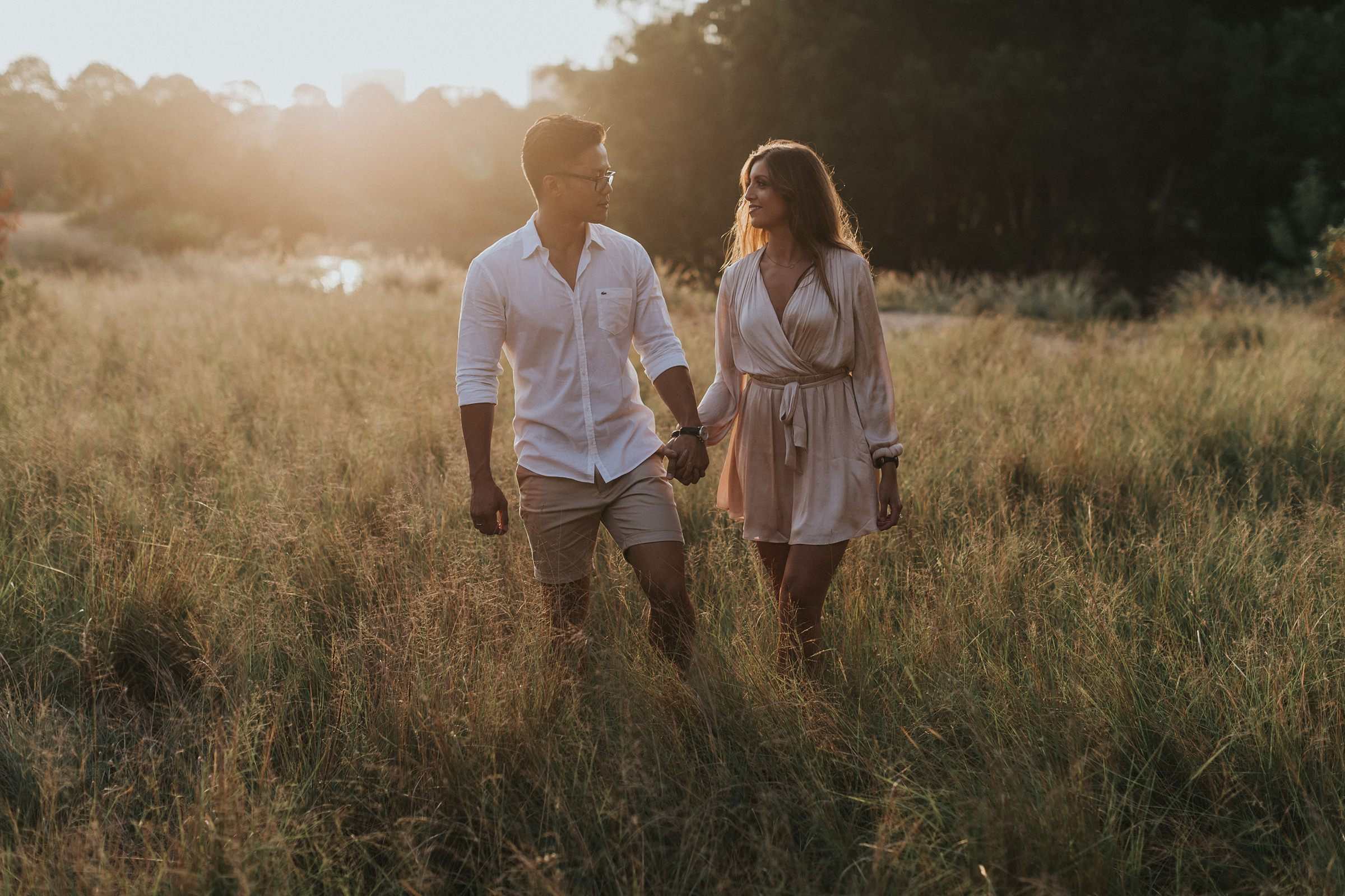 sunset engagement photos in centennial park sydney